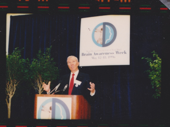 Dana Foundation Chairman David Mahoney speaking at one of the first Brain Awareness Week events in Washington, DC.