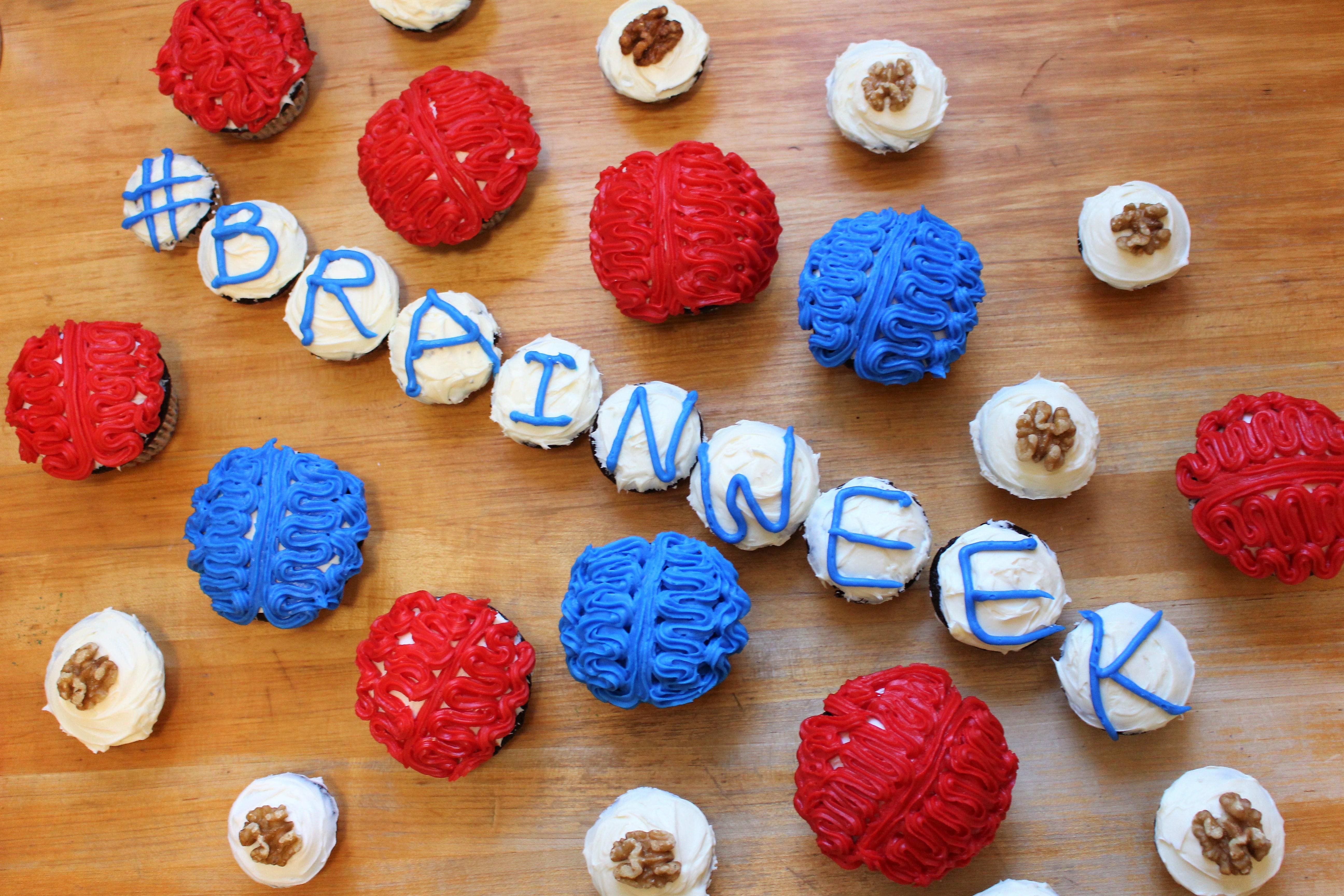 Spelling Brainweek in cupcakes